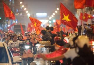 Hàng triệu con tim Việt Nam khóc òa trong chiến thắng